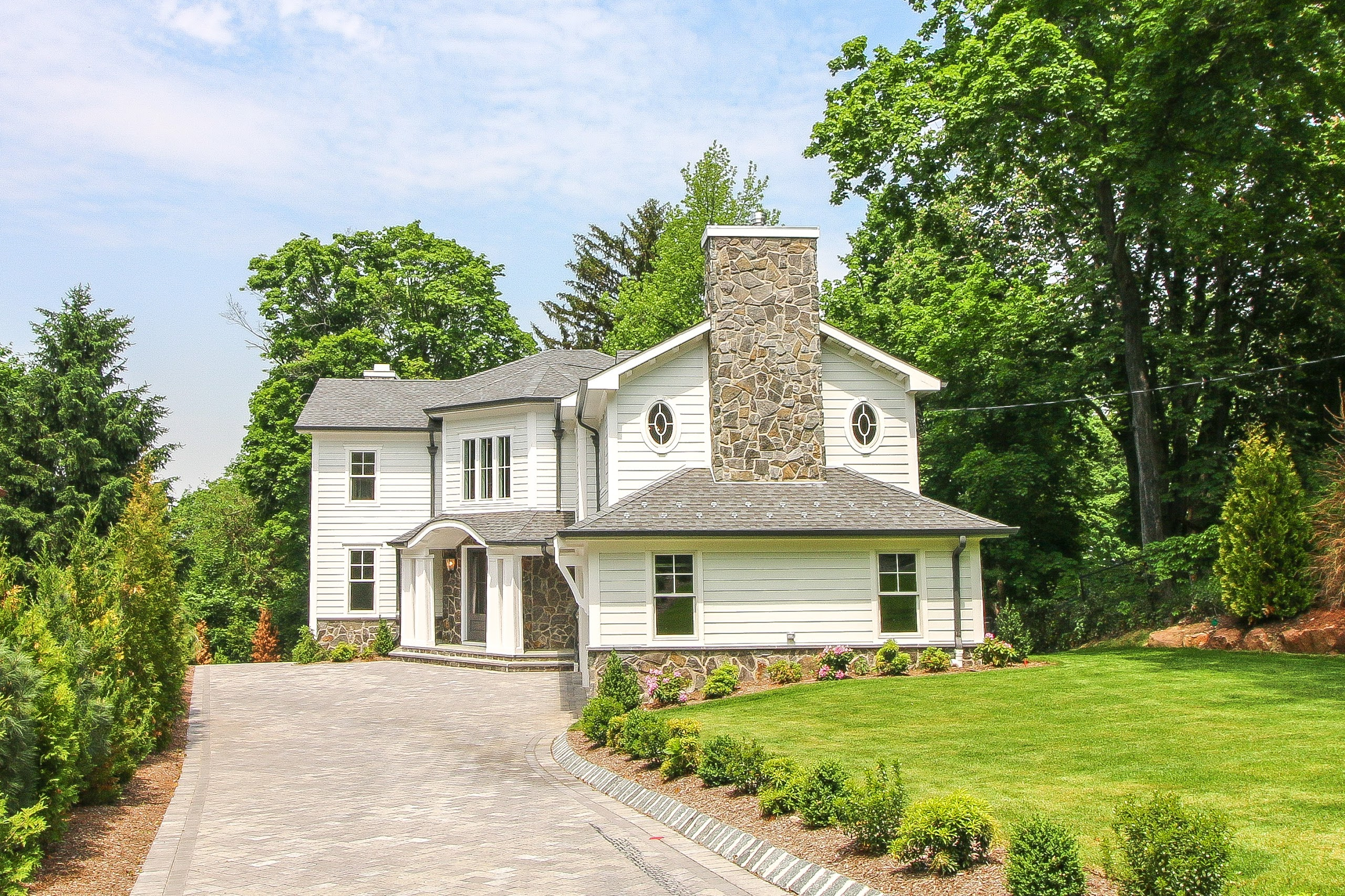 Maison unifamiliale pour l Vente à Englewoods Prestigious East Hill 166 Winthrop Place Englewood, New Jersey 07631 États-Unis