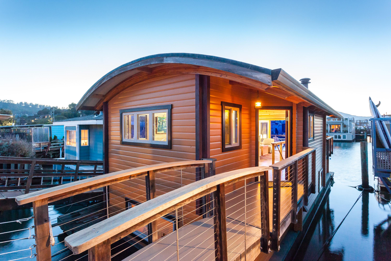 独户住宅 为 销售 在 Custom Built Turnkey Floating Home 45 South 40 Dock Sausalito, 加利福尼亚州 94965 美国