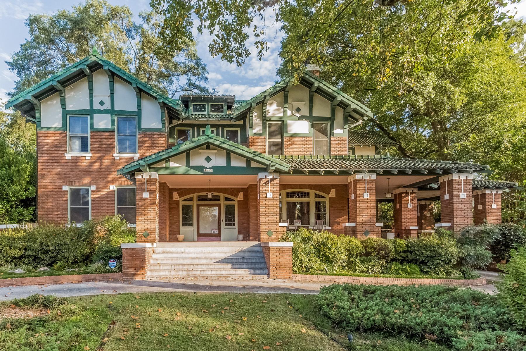 Maison unifamiliale pour l Vente à Historical 1920 Brick Tudor 1226 Ponce De Leon Avenue Atlanta, Georgia 30306 États-Unis