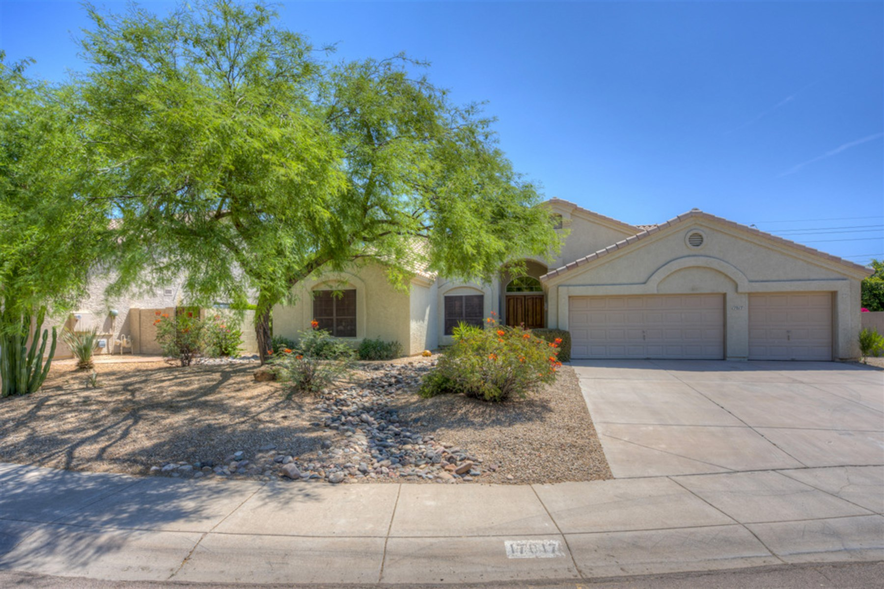 Single Family Home for Sale at Lovely home in Arabian Views in Scottsdale 17017 N 55th Pl Scottsdale, Arizona, 85254 United States