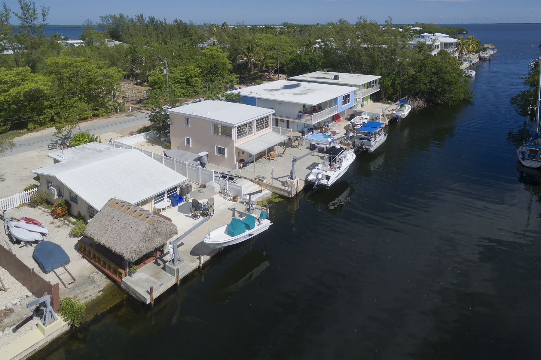 Maison unifamiliale pour l Vente à Ground Level Canalfront Home 28 Jean La Fitte Drive Key Largo, Florida, 33037 États-Unis