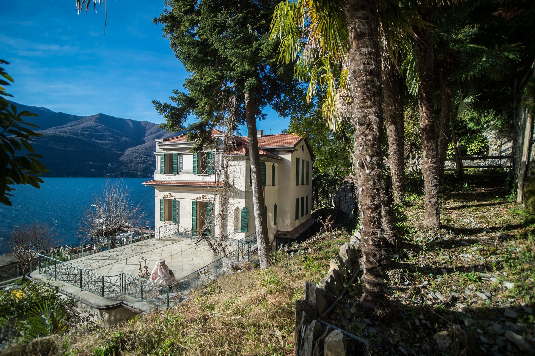 Additional photo for property listing at Prestigious historic  lake front villa with botanical park Via Regina Carate Urio, Como 22010 Italy