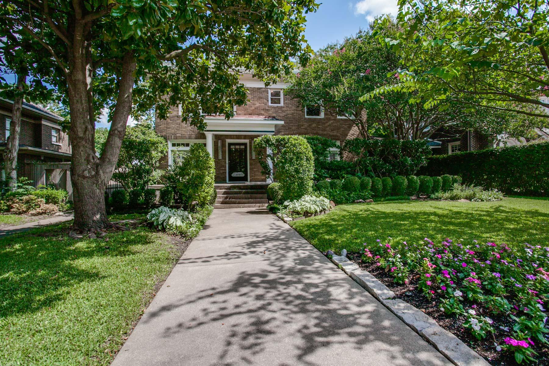 Maison unifamiliale pour l Vente à Tree Canopied Home in Swiss Avenue Historic District 6155 La Vista Drive Dallas, Texas, 75218 États-Unis