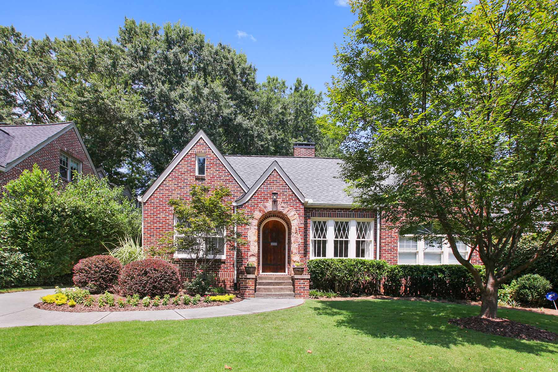 独户住宅 为 销售 在 Morningside Classic with excellent location. 1138 Zimmer Drive Morningside, Atlanta, 乔治亚州 30306 美国