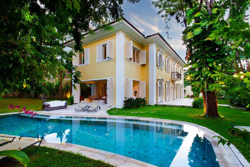 Частный односемейный дом для того Продажа на Spectacular Colonial Mansion Rua Pacheco Leão Rio De Janeiro, Рио-Де-Жанейро, 22460030 Бразилия