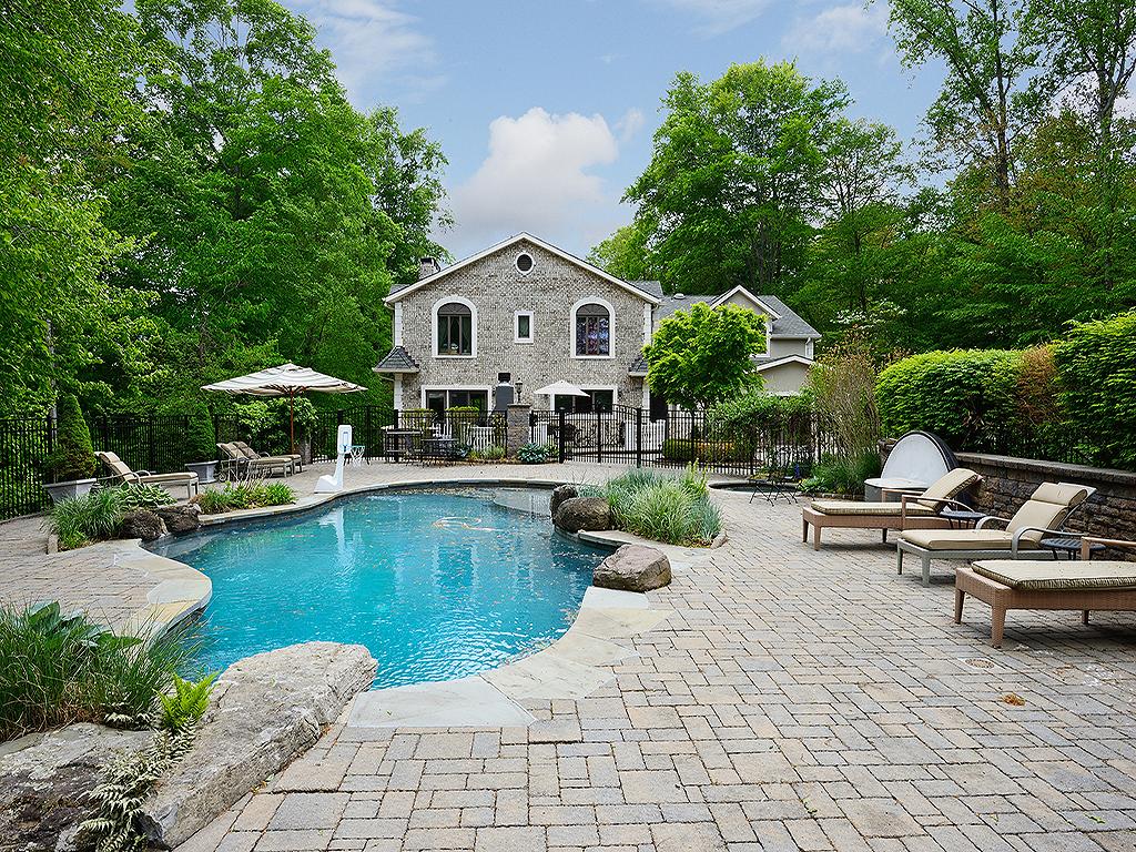 Частный односемейный дом для того Продажа на Luxurious Brick Estate 12 Rollingwood Drive New City, Нью-Йорк 10956 Соединенные Штаты