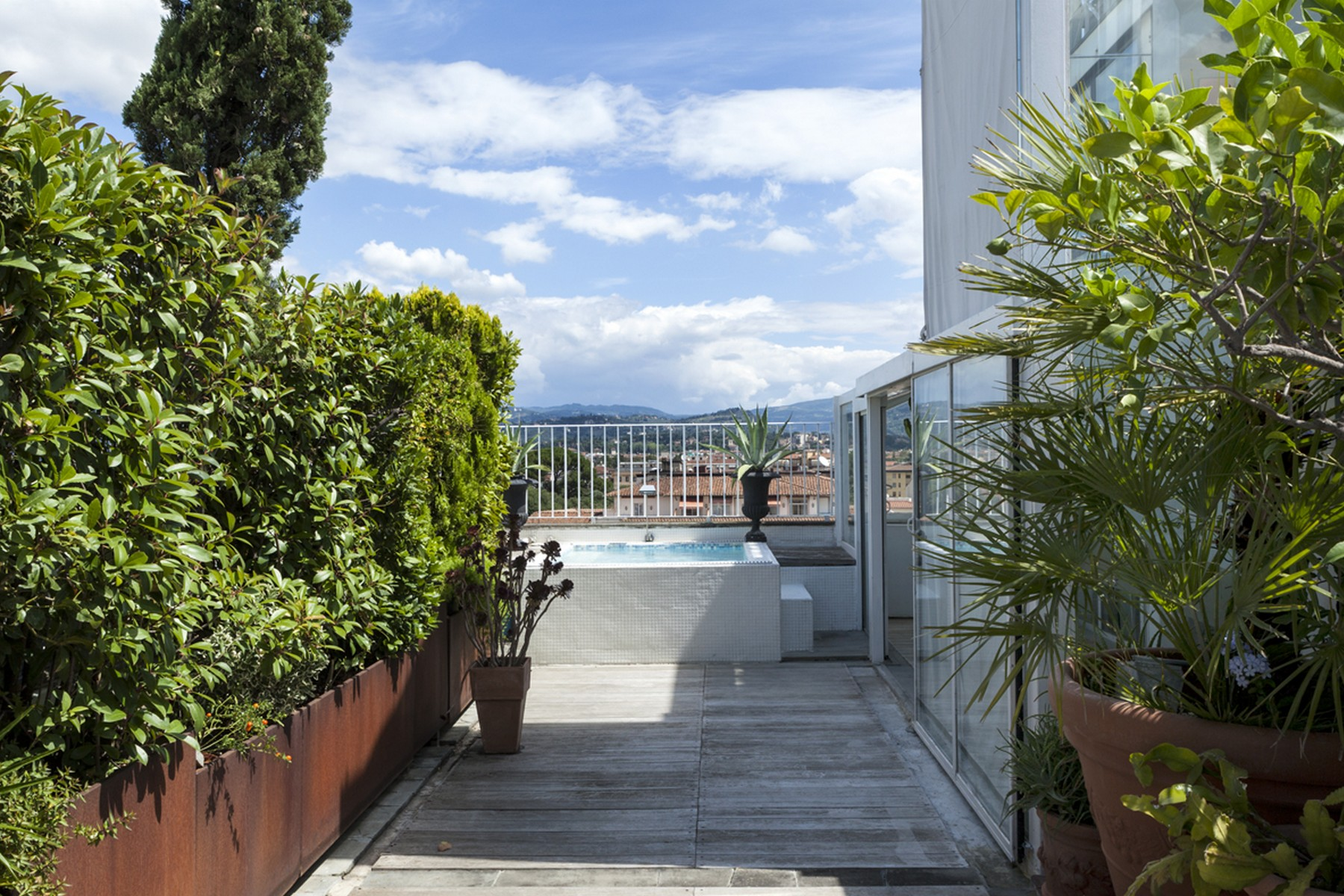 Additional photo for property listing at Stunning penthouse with pool and views over Florence Via Solferino Firenze, Florence 50123 Italie