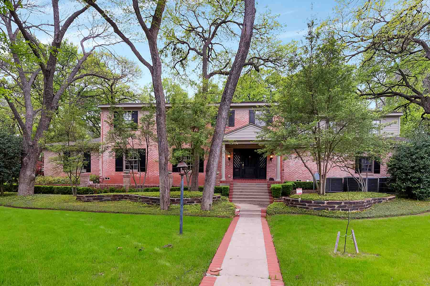 Single Family Home for Sale at Traditional, Colonial Park 2720 Colonial Parkway Fort Worth, Texas, 76109 United States