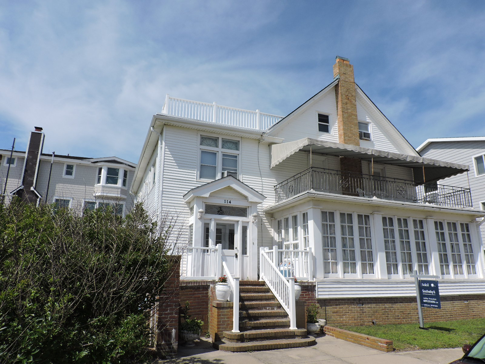 Maison unifamiliale pour l Vente à 114 S. Portland Ave 114 S. Portland Avenue OCEAN FRONT Ventnor City, New Jersey 08406 États-Unis