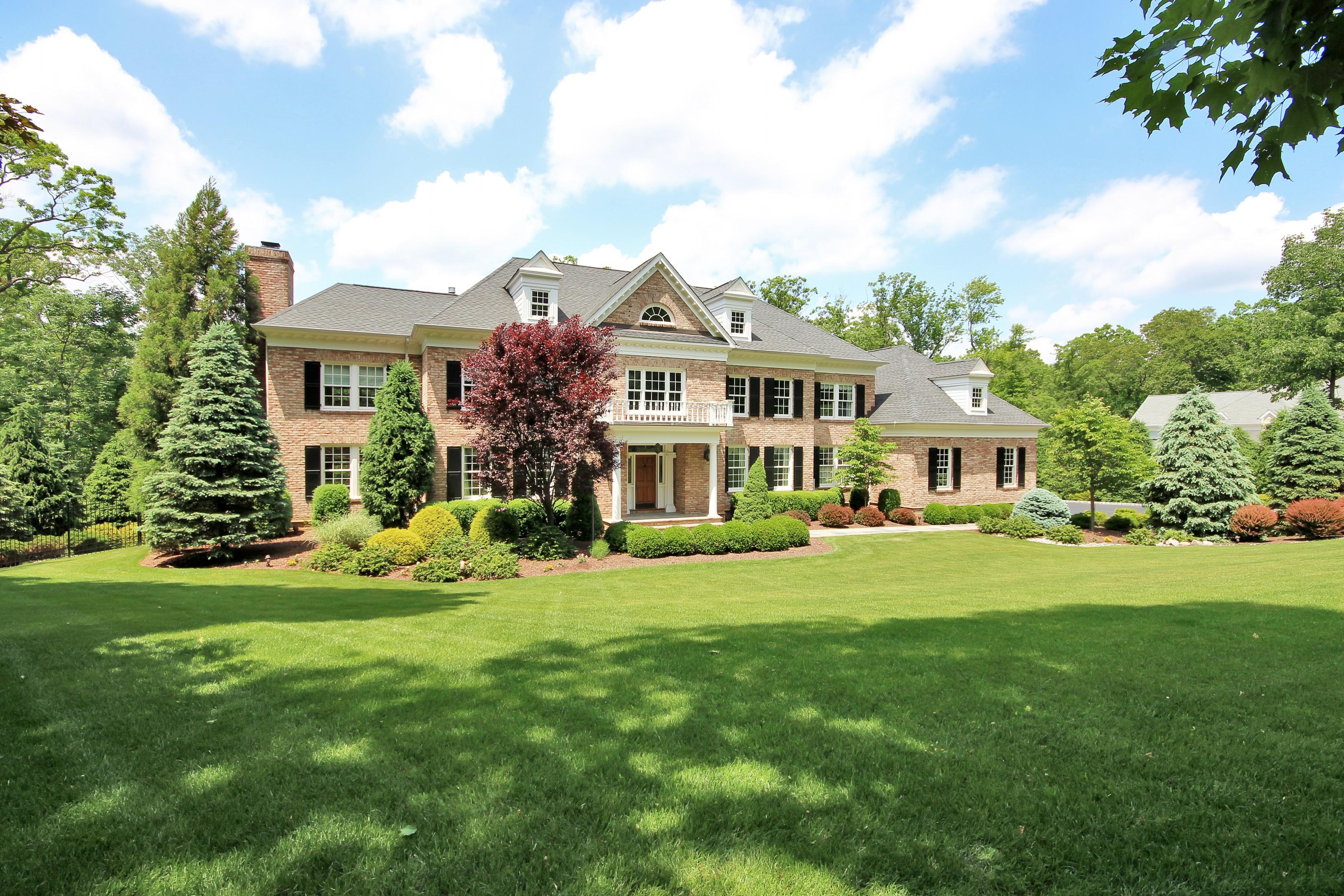 Villa per Vendita alle ore Exceptional. Meticulous. Refined. Complete. 56 Will Lane Watchung, New Jersey 07069 Stati Uniti