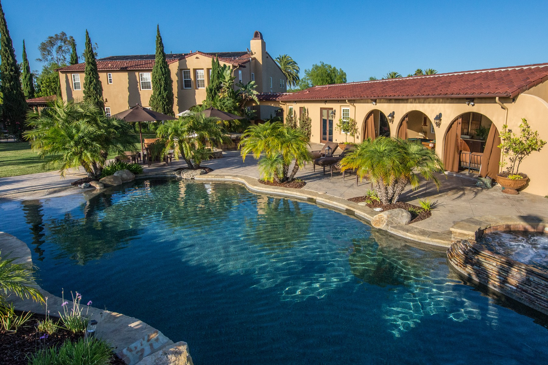 Single Family Home for Sale at 14126 Caminito Vistana San Diego, California 92130 United States
