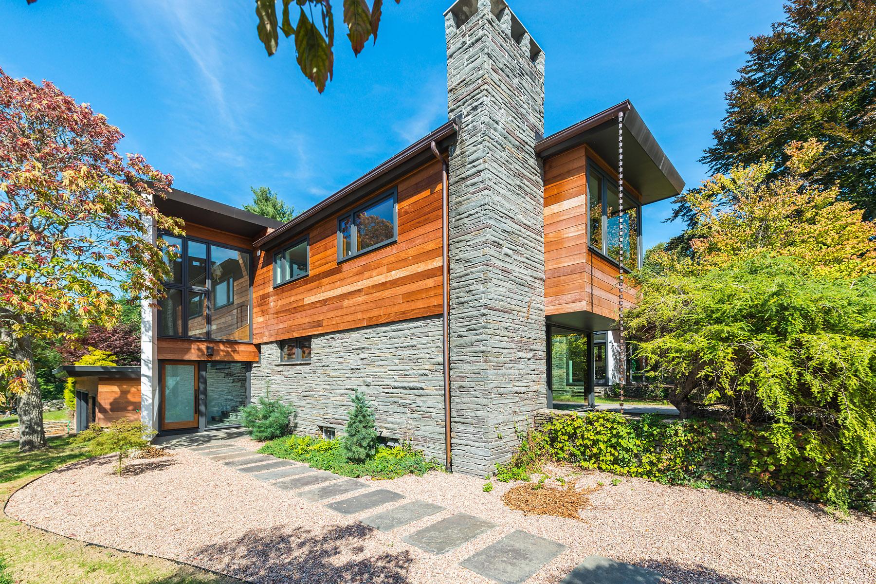 Villa per Vendita alle ore 87 Kirby Avenue Warwick, Rhode Island 02889 Stati Uniti