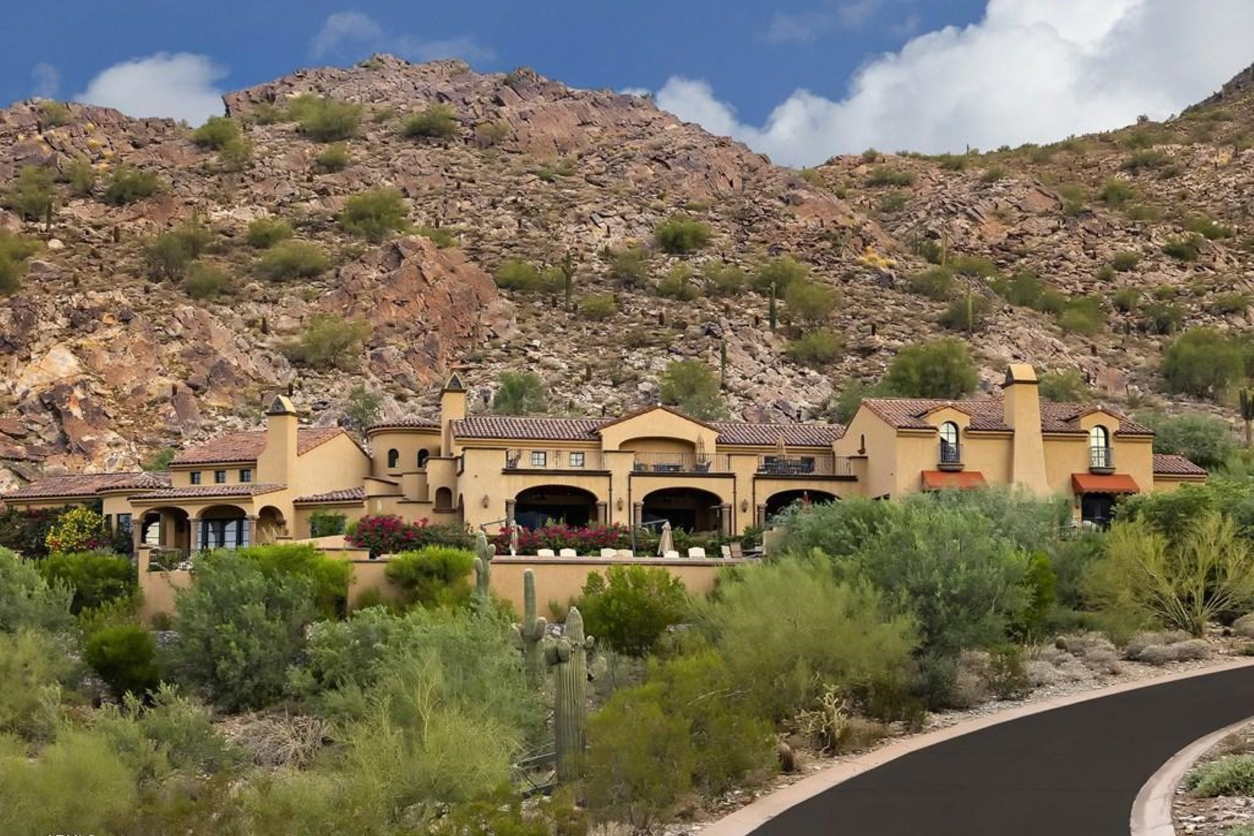 Частный односемейный дом для того Продажа на Exquisite masterpiece is consumed with elegance and is nestled on an 8 acre lot 20914 N 104th St Scottsdale, Аризона 85255 Соединенные Штаты