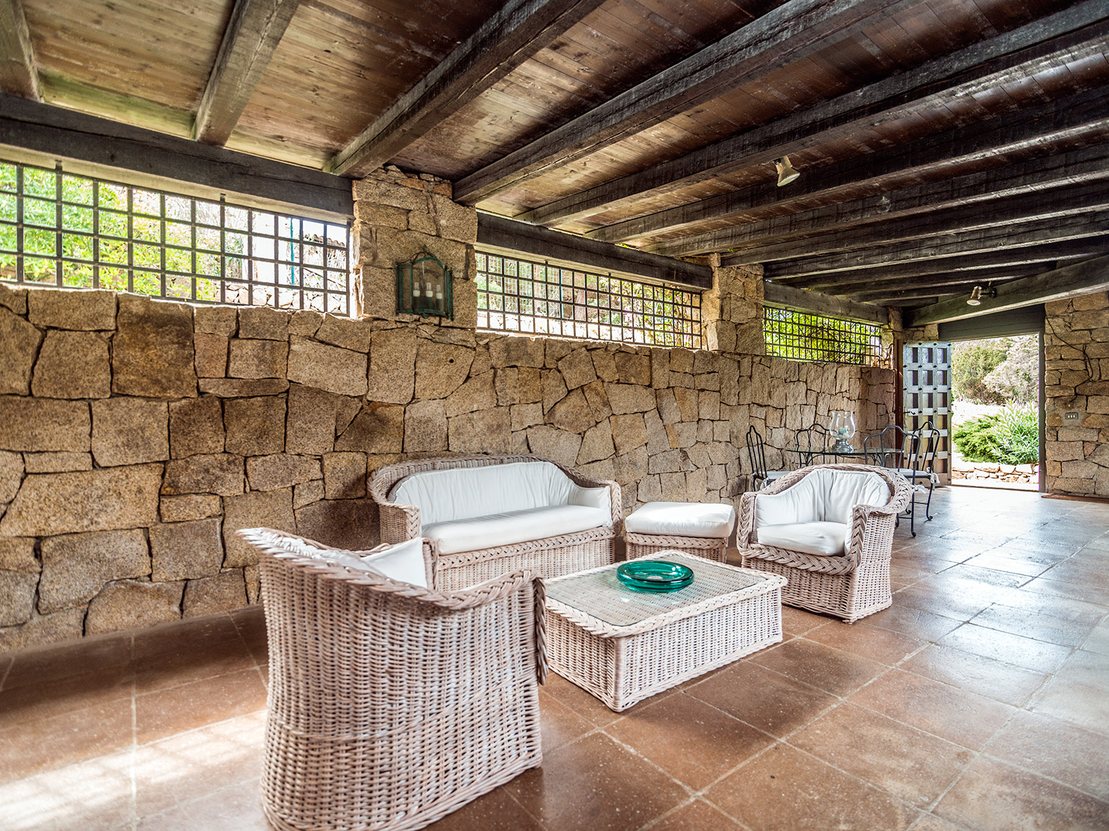 Additional photo for property listing at Villa in Sardinian style with private garden Porto Rotondo, Olbia Tempio Italie