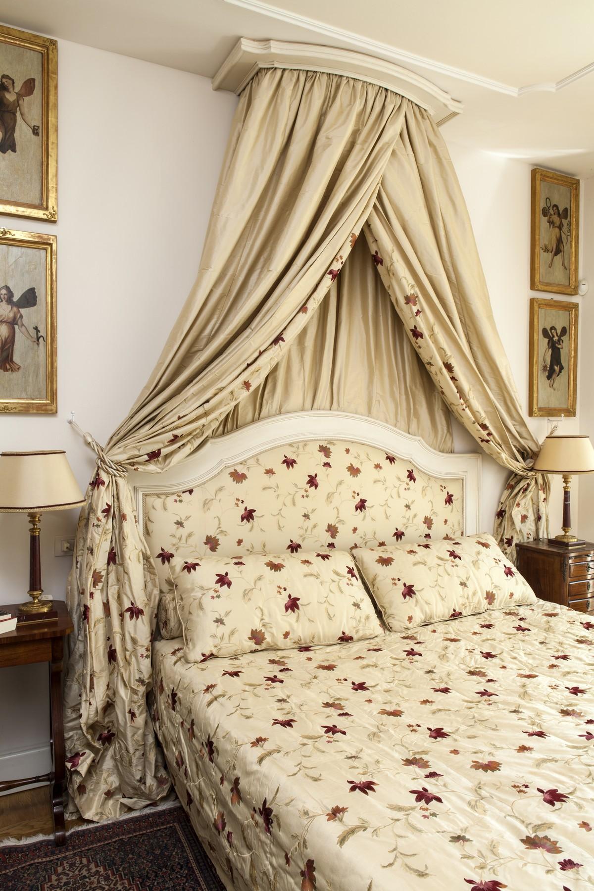 Additional photo for property listing at Wonderful apartment set in the luxurious villa Eros Via Cardano Como, Como 22100 Italia