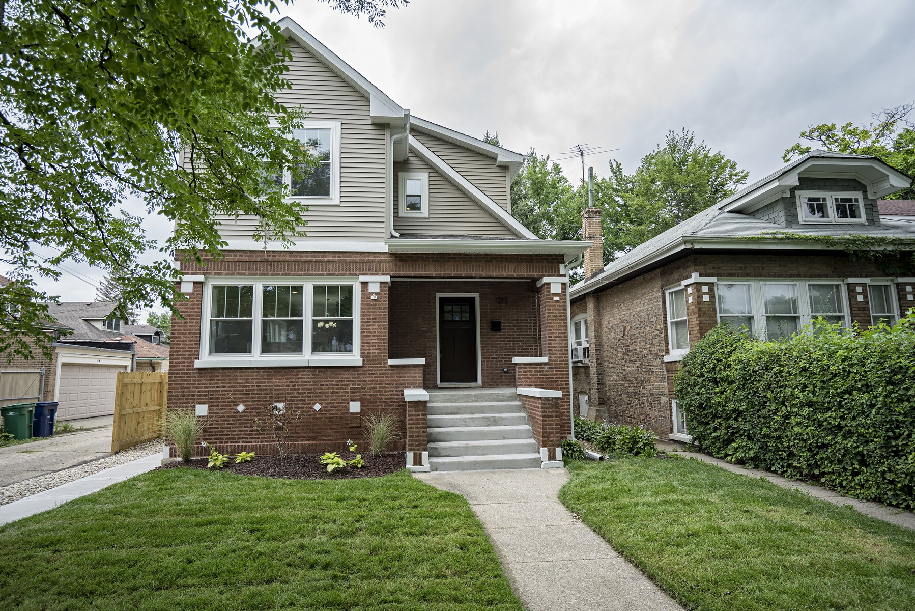 Casa para uma família para Venda às Charming Single Family Home in Oak Park 1213 N Taylor Avenue Oak Park, Illinois, 60302 Estados Unidos