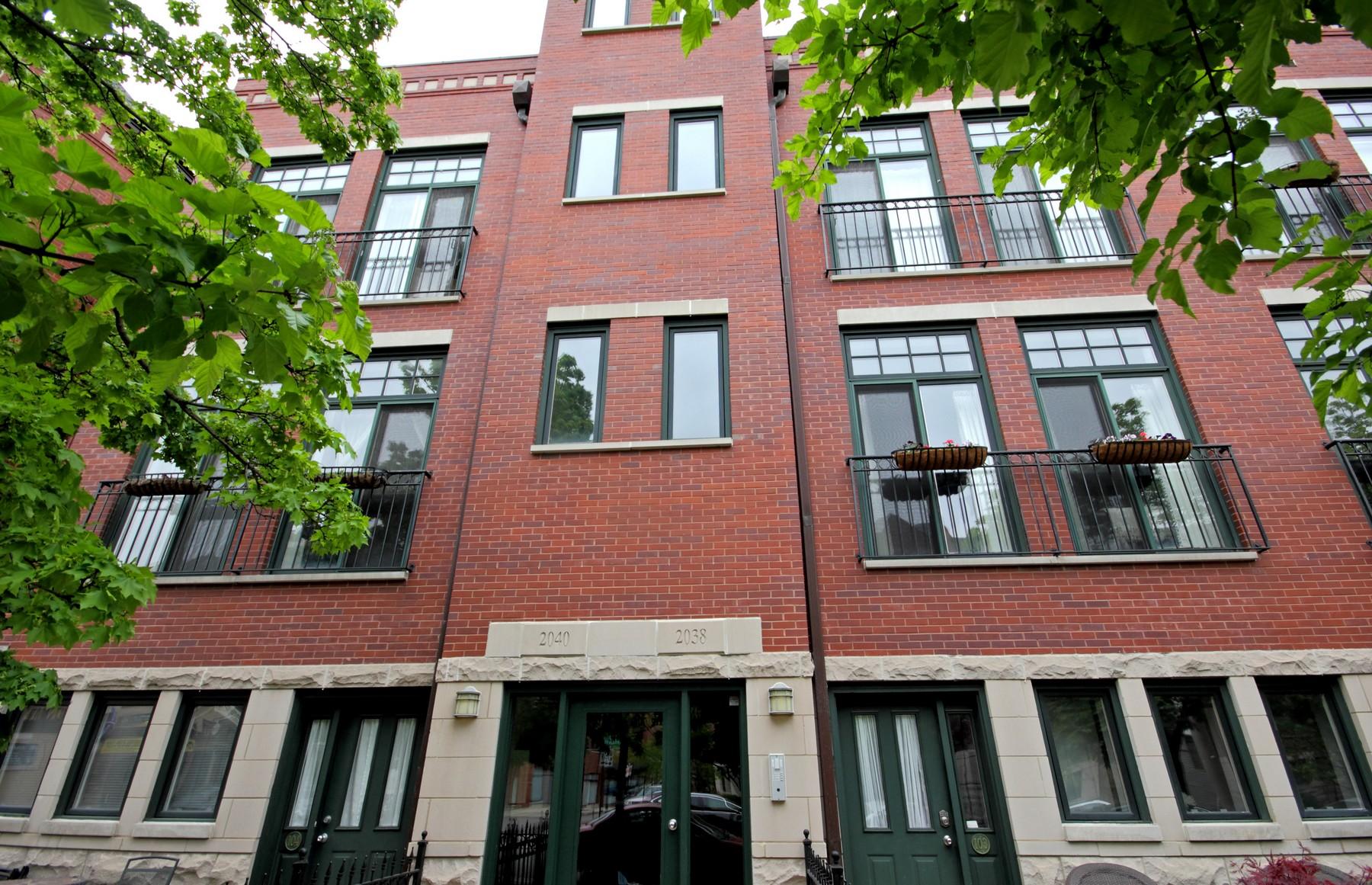 共管式独立产权公寓 为 销售 在 Beautiful North Center Duplexed Condo 2038 W Warner Avenue Unit 103 North Center, 芝加哥, 伊利诺斯州, 60618 美国
