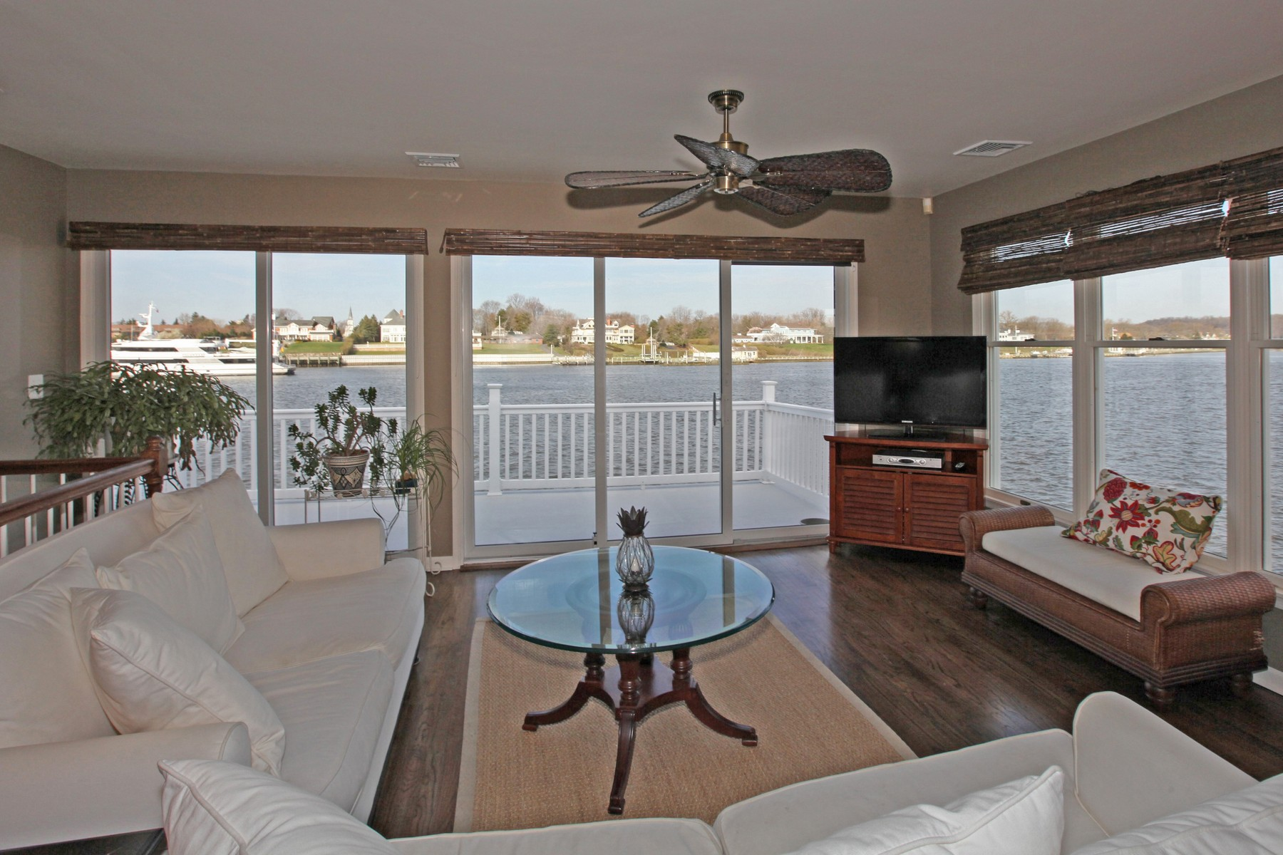Single Family Home for Rent at Waterfront Living 916 Ocean Avenue Sea Bright, 07760 United States