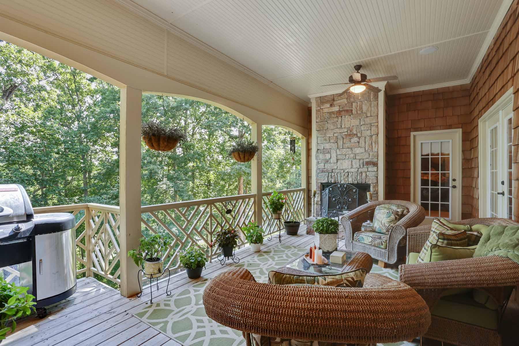 Maison unifamiliale pour l Vente à Magnificent Custom Home on Lake Lanier 5973 Blackberry Lane Buford, Georgia, 30518 États-Unis
