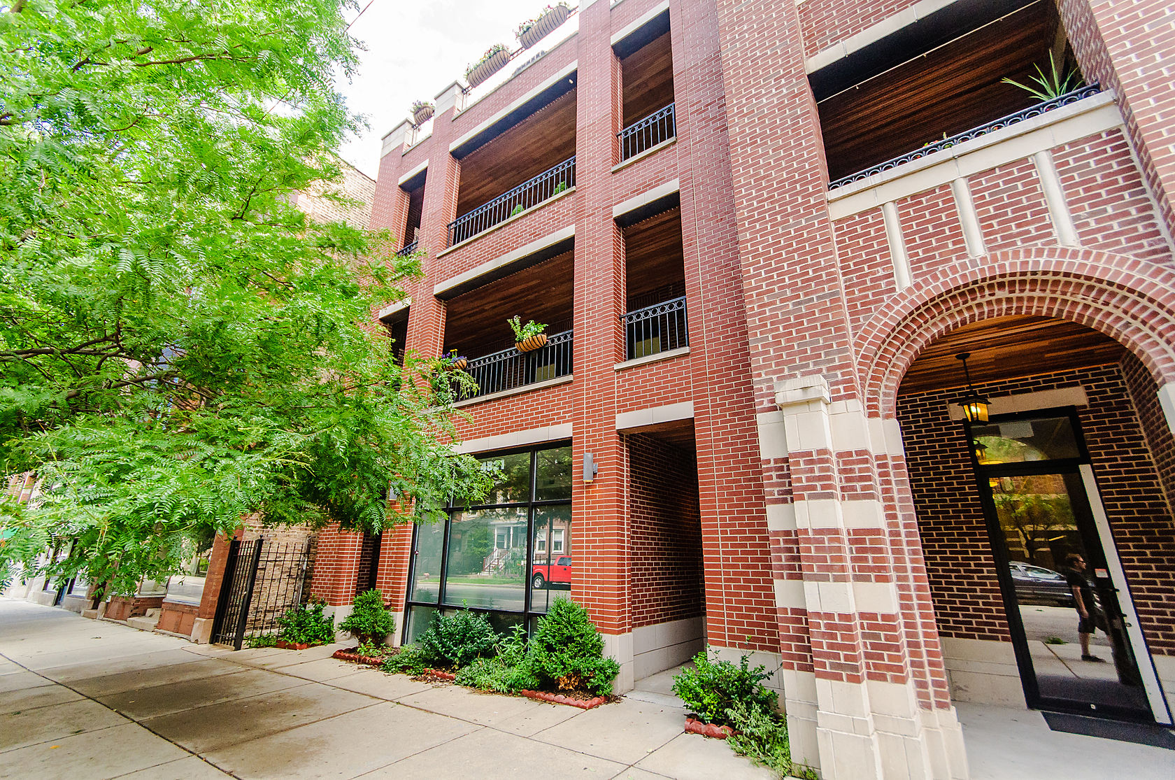 共管物業 為 出售 在 Simply Wonderful Ravenswood/Lincoln Square Condo 4821 N Damen Avenue Unit 3 Lincoln Square, Chicago, 伊利諾斯州 60625 美國