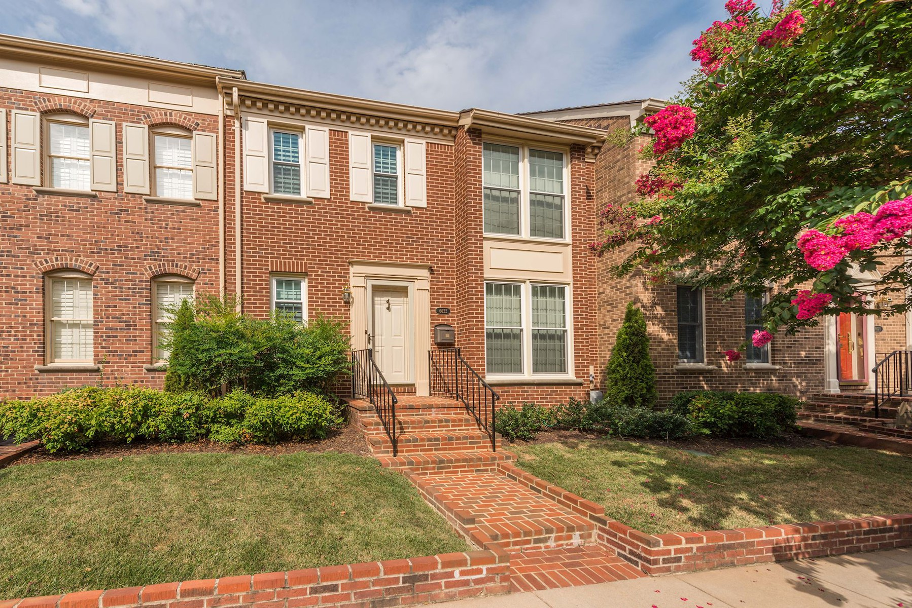 Townhouse for Sale at Madison of McLean 6622 Madison Mclean Dr McLean, Virginia 22101 United States