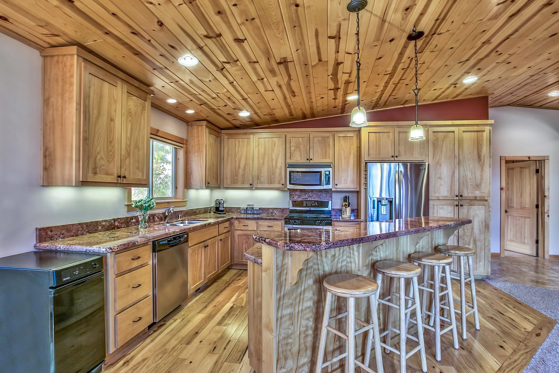 Additional photo for property listing at 12571 E Sierra Drive  特拉基, 加利福尼亚州 96161 美国