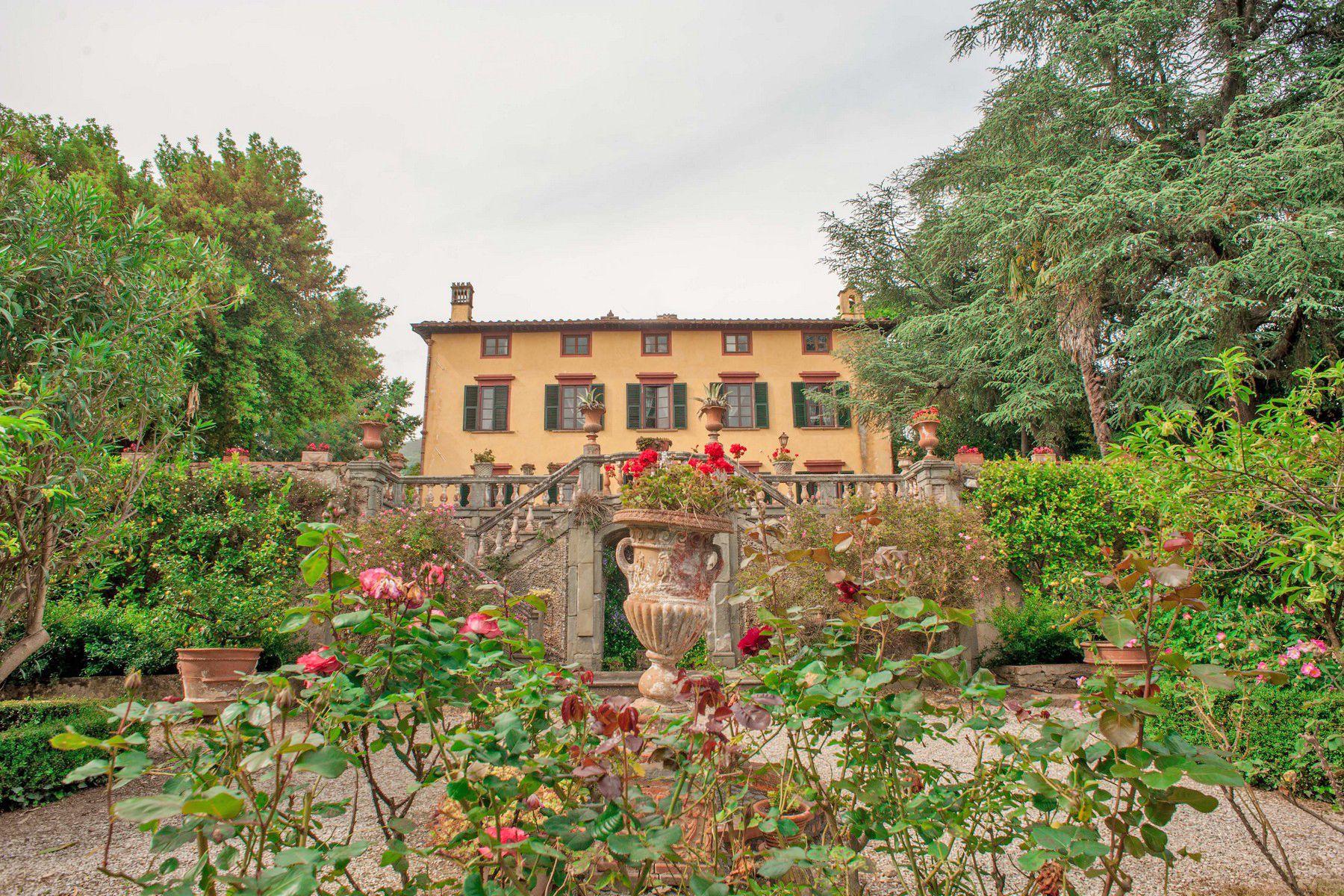 Land für Verkauf beim Beautiful 17th century villa and vineyard for sale near Lucca Capannori, Lucca Italien