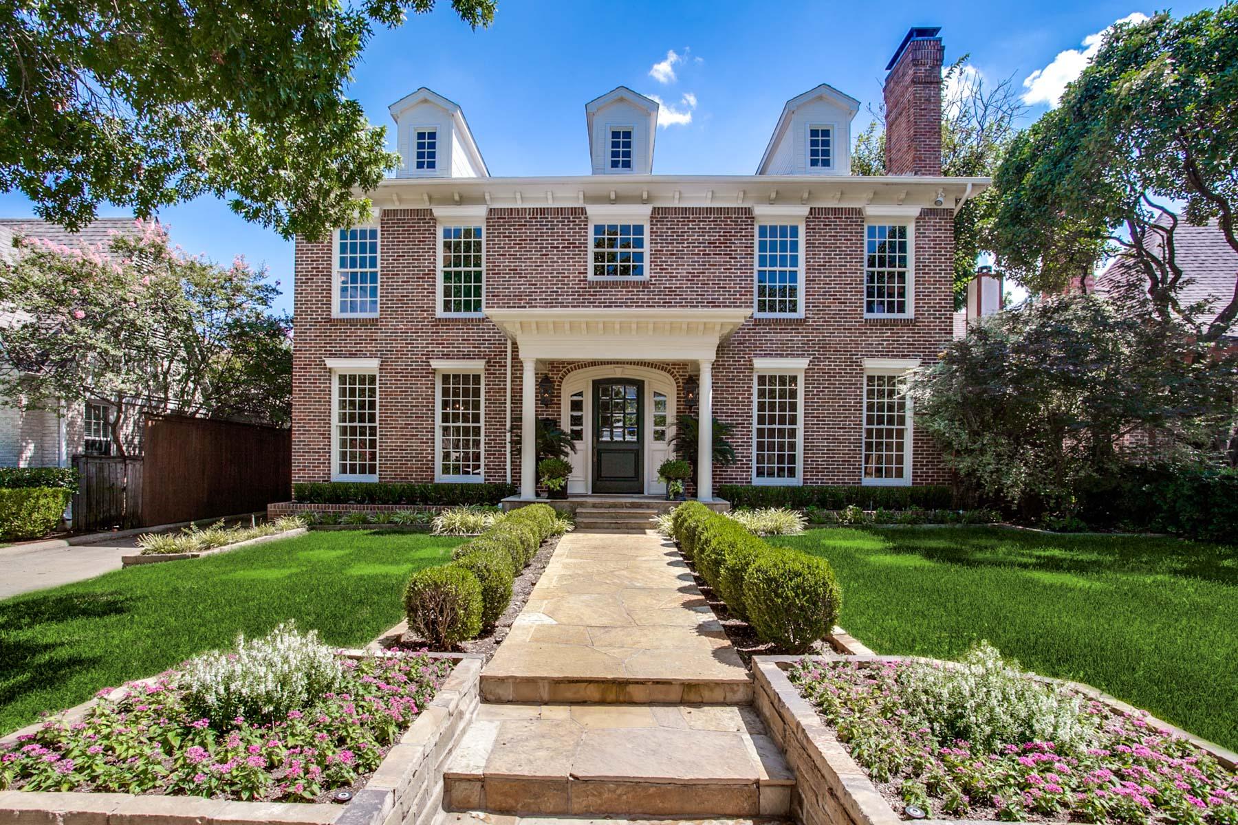 Maison unifamiliale pour l Vente à Highland Park Georgian Gem 4529 N. Versailles Avenue Dallas, Texas, 75205 États-Unis