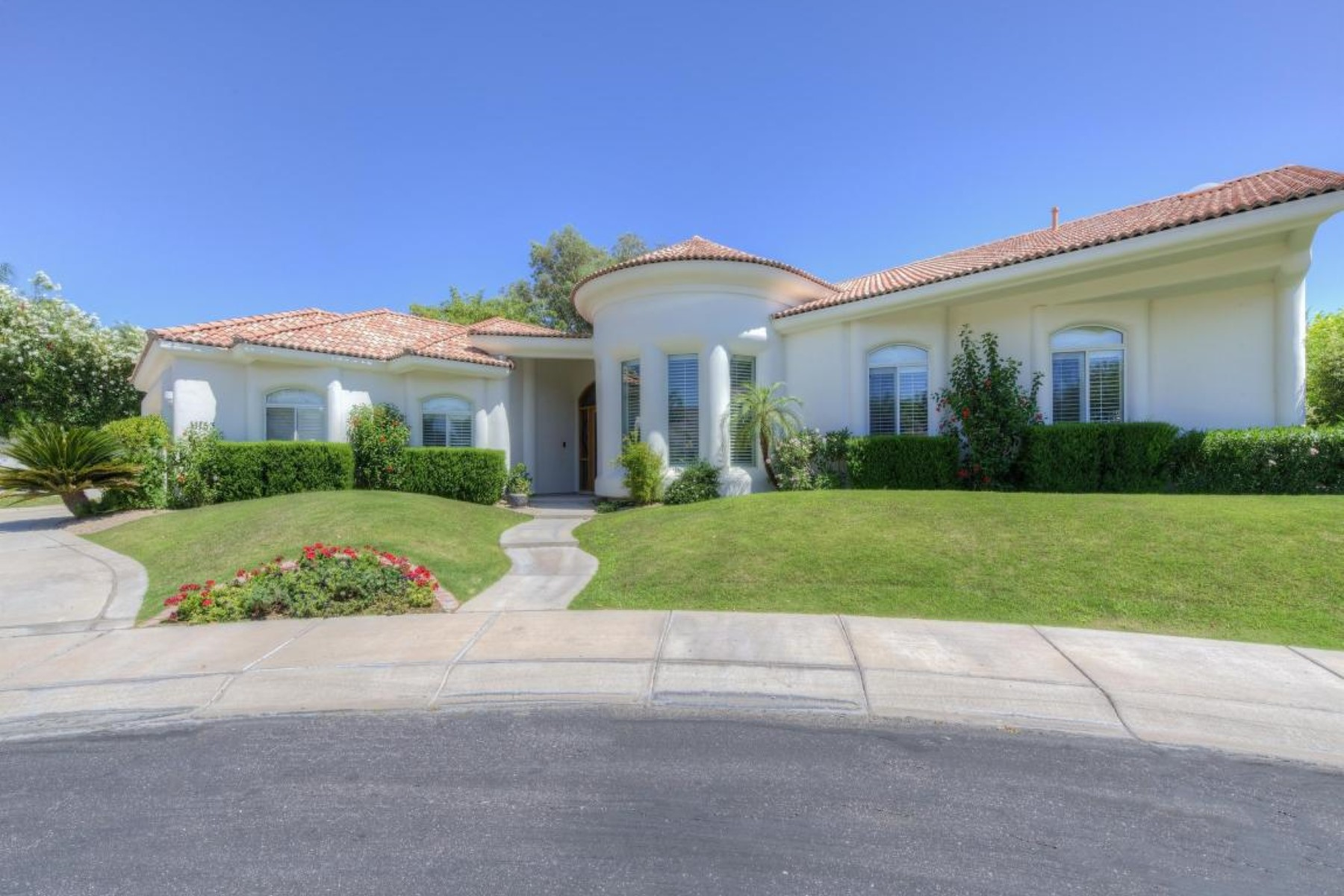 Moradia para Venda às Beautiful home in an extremely private & located in a gated community. 11153 E CANNON DR Scottsdale, Arizona 85259 Estados Unidos