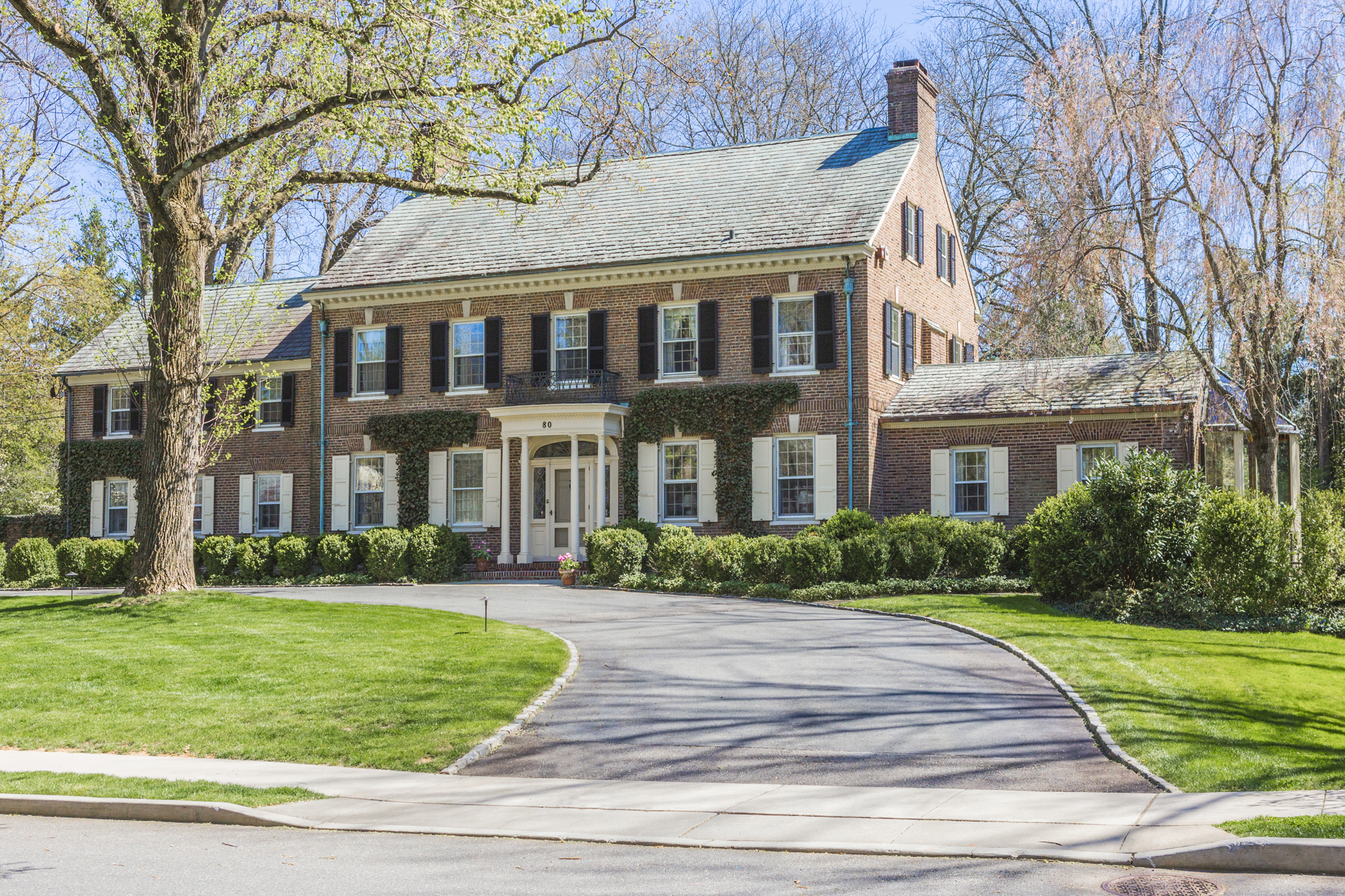 Maison unifamiliale pour l Vente à A Warm and Noble Presence in the Western Section 80 Westcott Road Princeton, New Jersey 08540 États-Unis