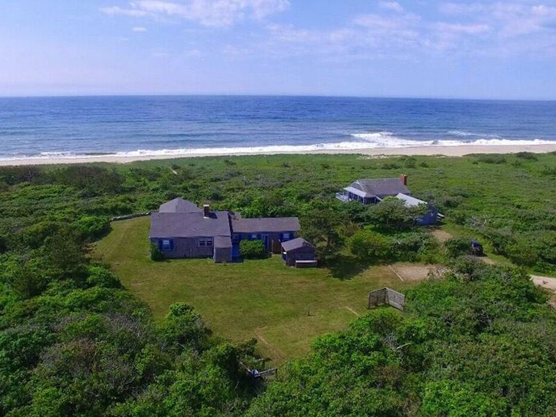 Vivienda unifamiliar por un Venta en Waterfront living on Martha's Vineyard 146 Watcha Club Road West Tisbury, Massachusetts, 02575 Estados Unidos