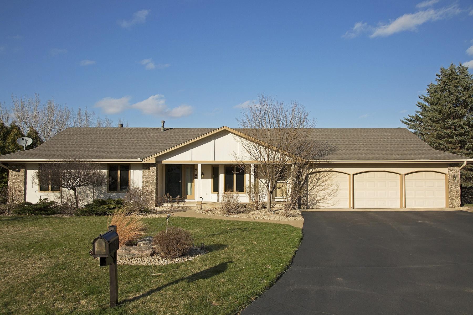 独户住宅 为 销售 在 6136 Arctic Way 伊代纳, 明尼苏达州, 55436 美国