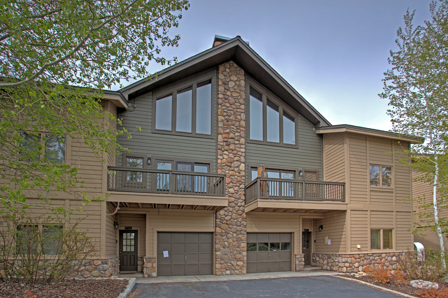 共管式独立产权公寓 为 销售 在 Lovely Remodeled 4 Bedroom Aspen Wood Condominium 1390 Deer Valley Dr #13 Park City, 犹他州 84060 美国