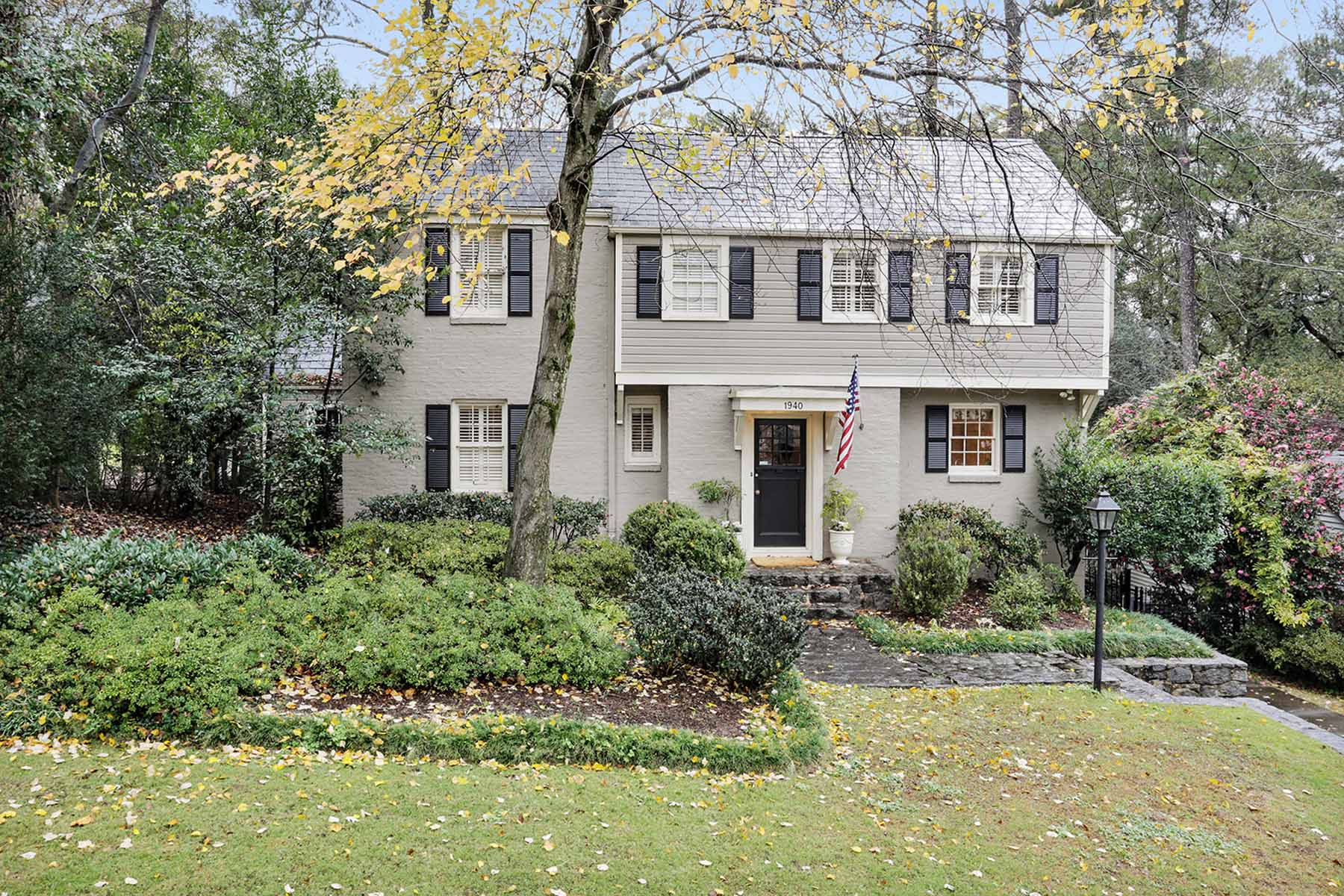 Einfamilienhaus für Verkauf beim Beautiful Collier Hills Home 1940 Greystone Road NW Collier Hills, Atlanta, Georgia 30318 Vereinigte Staaten