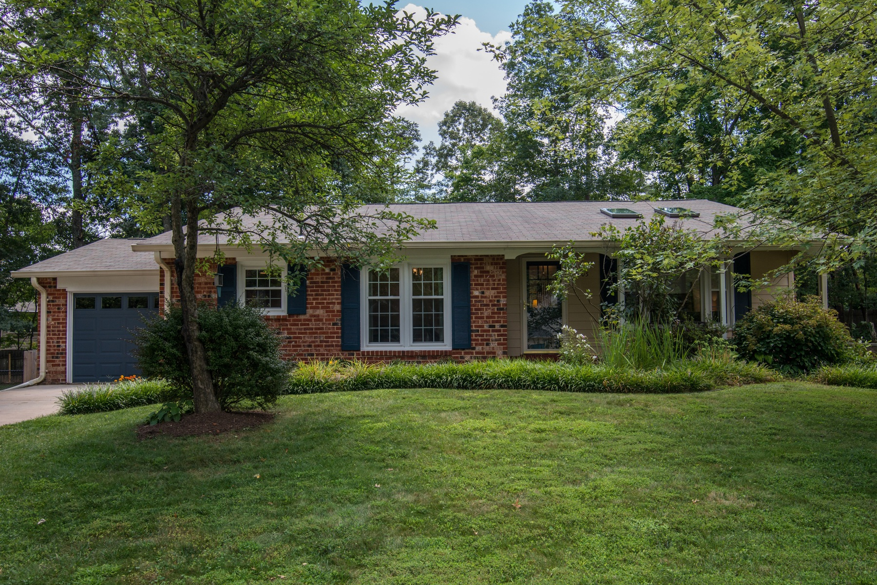 Single Family Home for Sale at Kings Park West 5305 Kaywood Ct Fairfax, Virginia 22032 United States