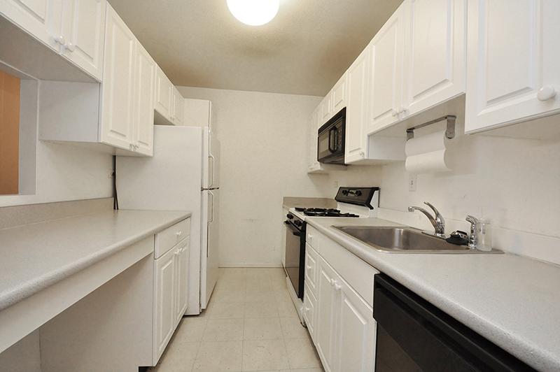 共管物業 為 出售 在 Lovely Spacious Two Bedroom 6 Whittier Place Unit 4M West End, Boston, 麻塞諸塞州 02114 美國