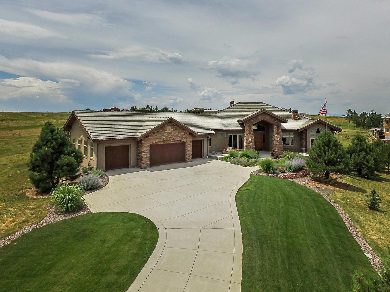 Maison unifamiliale pour l Vente à Beaver Creek style walk-out ranch 9562 Sara Gulch Cir Parker, Colorado, 80138 États-Unis
