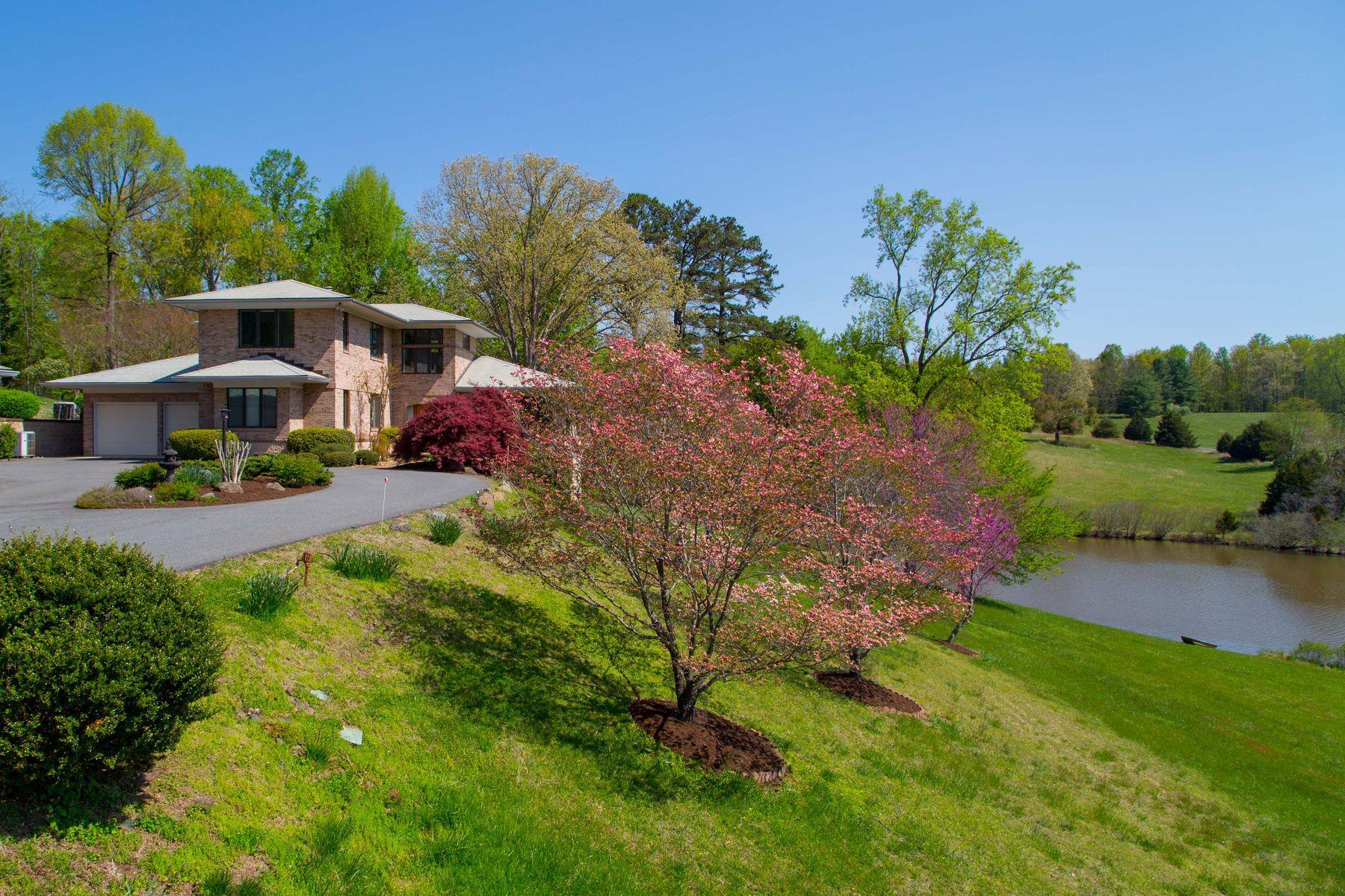 Vivienda unifamiliar por un Venta en 2550 Hunt Country Lane Charlottesville, Virginia, 22901 Estados Unidos