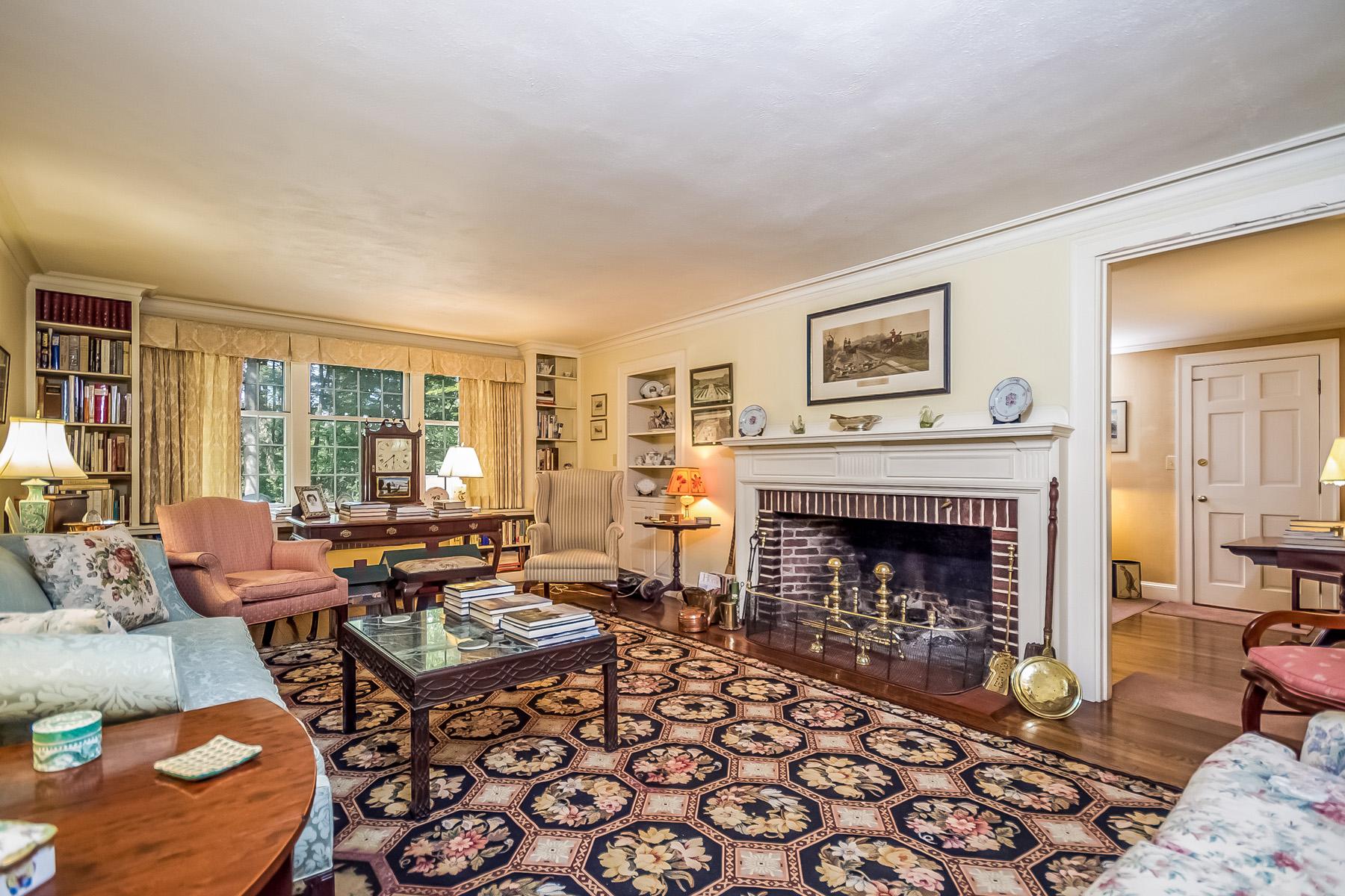 Villa per Vendita alle ore 37 Partridge Hill, Weston 37 Partridge Hill Rd Weston, Massachusetts, 02493 Stati Uniti