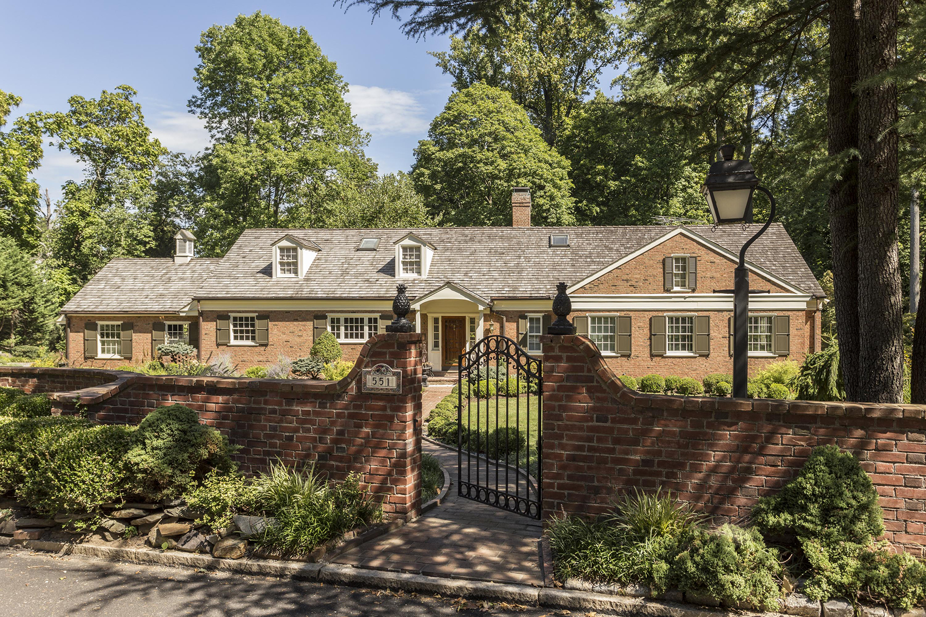 Частный односемейный дом для того Продажа на Haverford, PA 551 Ferndale Ln. Haverford, 19041 Соединенные Штаты