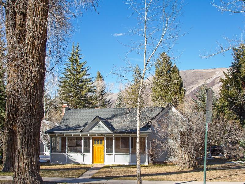 Maison unifamiliale pour l Vente à Charming Main St. Victorian 612 West Main Street Aspen, Colorado 81611 États-Unis