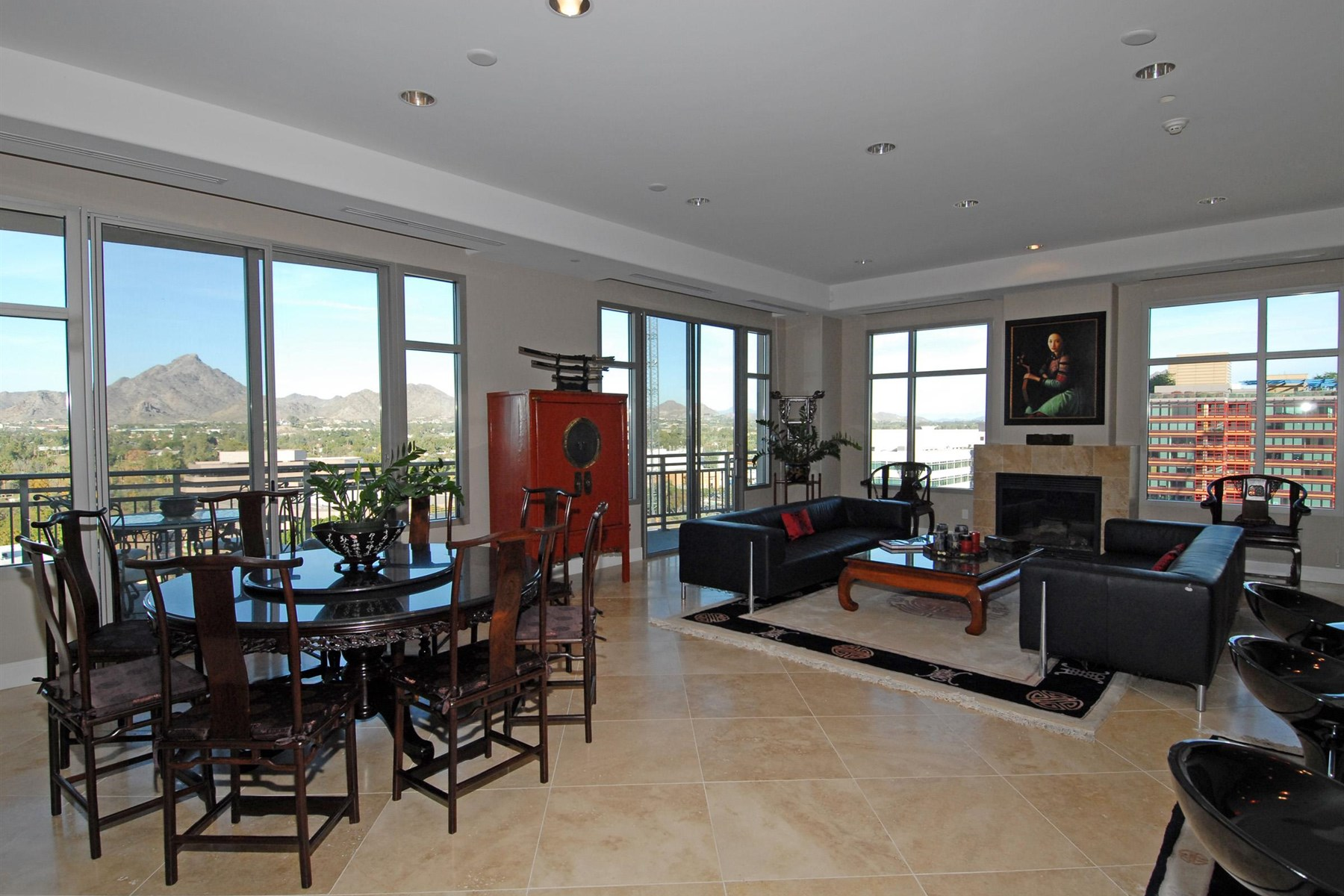 共管式独立产权公寓 为 销售 在 Curved Galleria Entry Foyer Opens To Glass Walls Of Urban City Views & Mtn Views 2211 E Camelback Rd #1202 Phoenix, 亚利桑那州 85016 美国