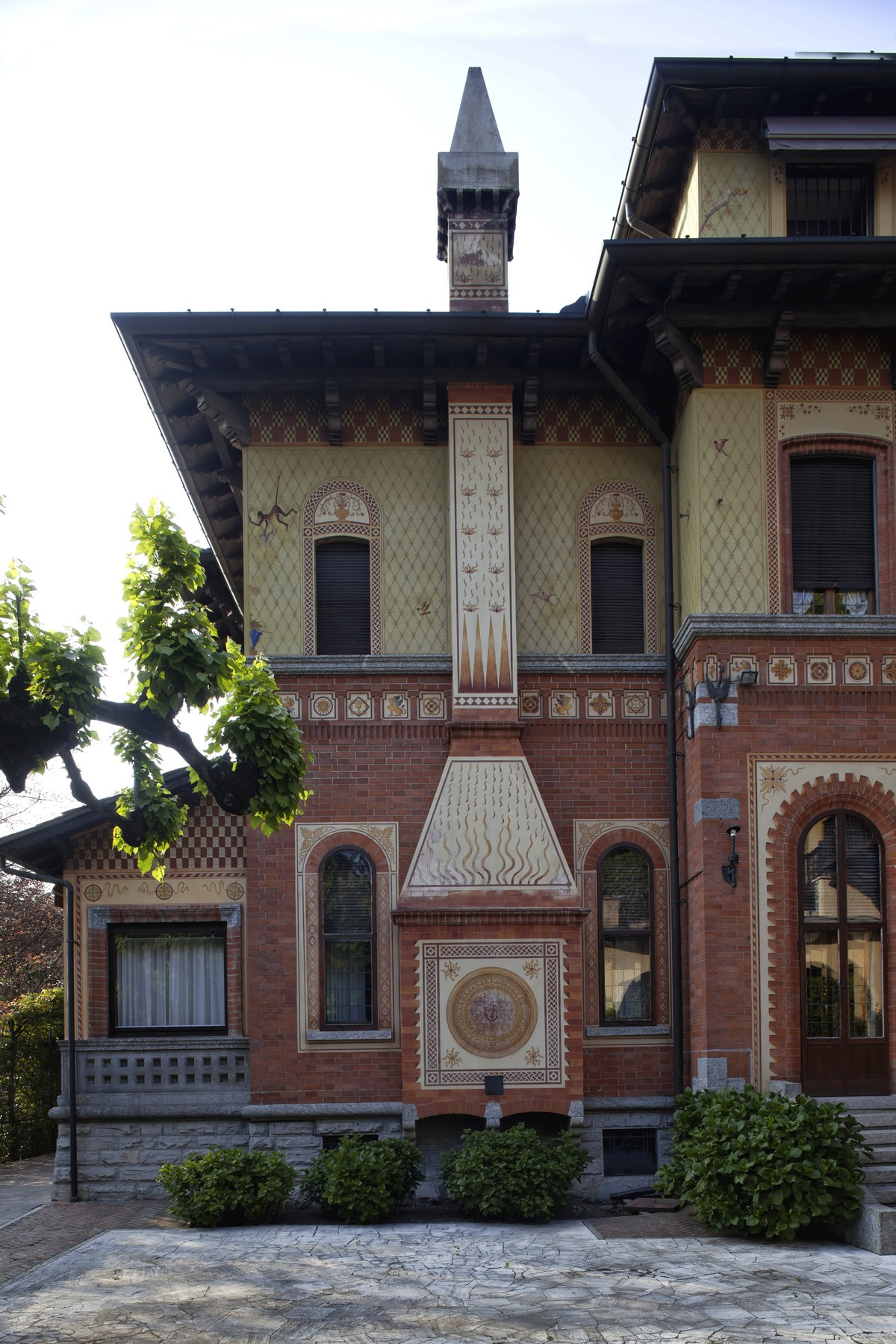 Additional photo for property listing at Majestic period villa in the most elegant neighborhood of the city of Como via Crispi Como, Como 22100 Italia