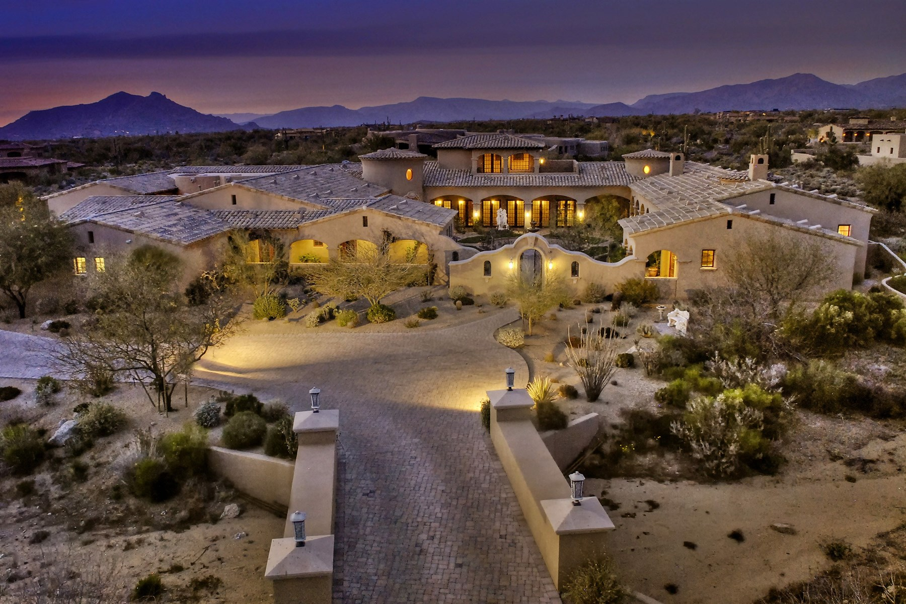 Single Family Home for Sale at 2.75 Acres Of Privacy In The Guard-Gated Golf Community Of Whisper Rock 8652 E Old Field Road Scottsdale, Arizona 85266 United States