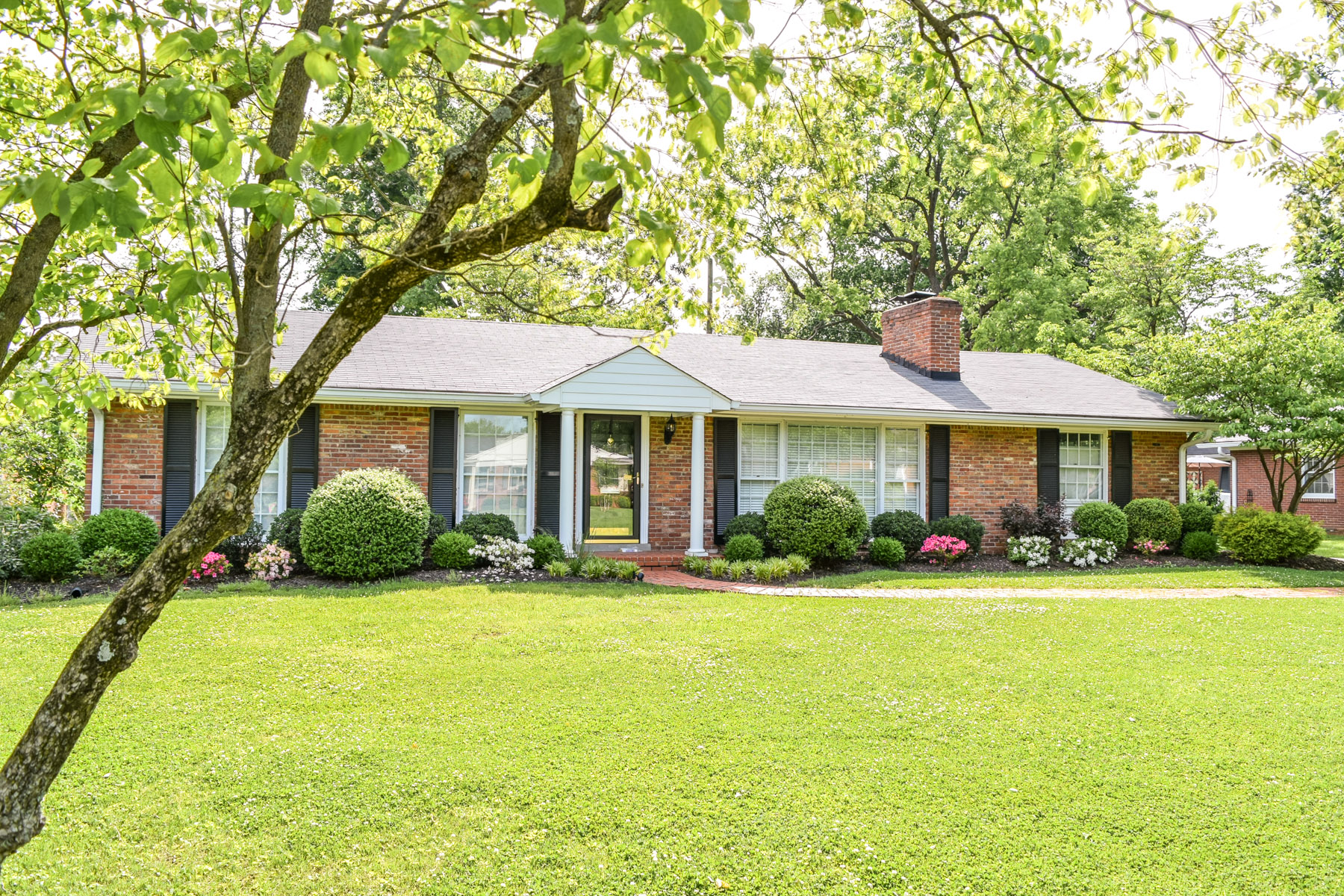 Single Family Home for Sale at 730 Waterford Road Louisville, Kentucky 40207 United States