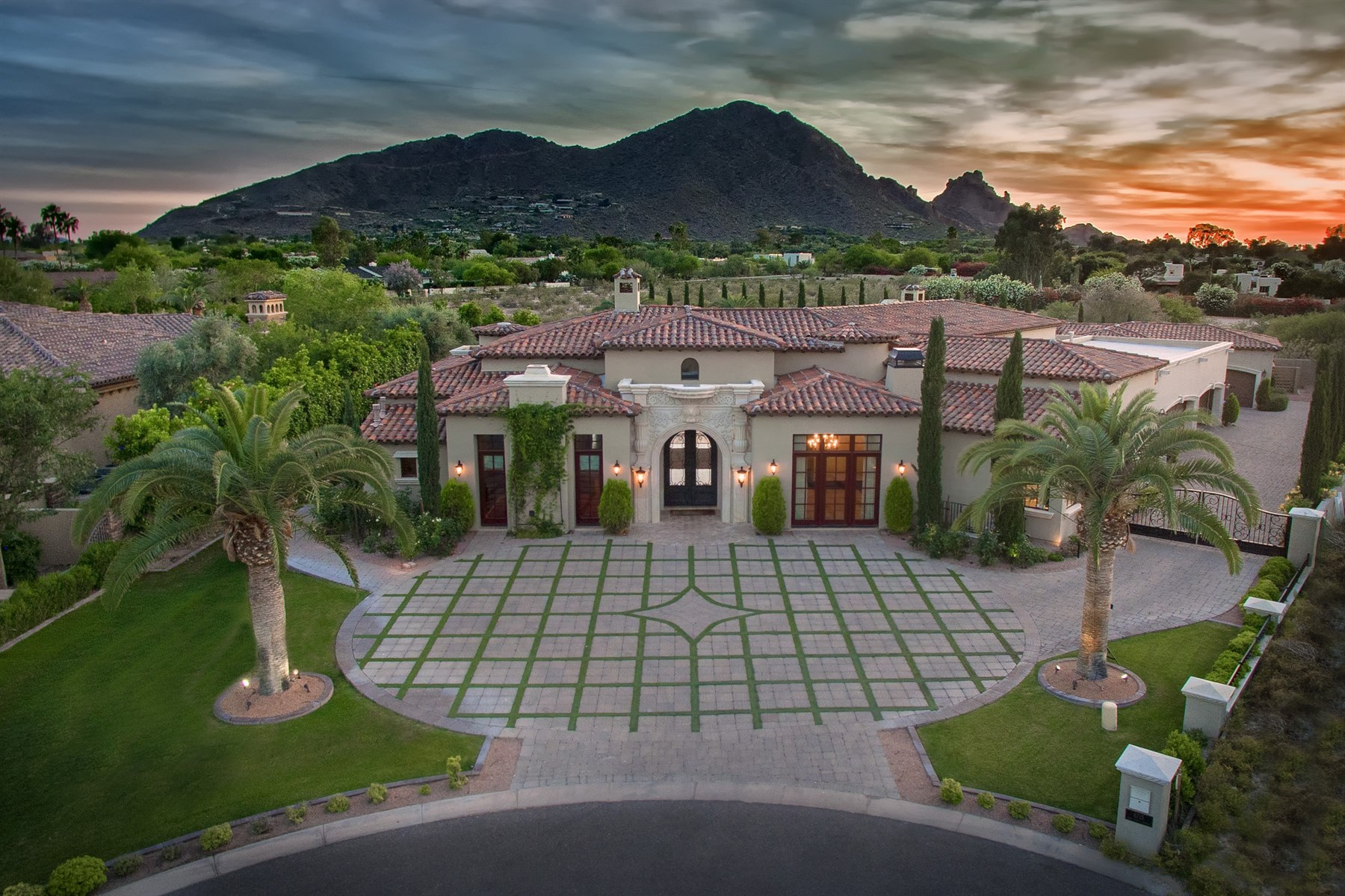 Villa per Vendita alle ore Beautiful Paradise Valley home 6715 E Rovey Ave Paradise Valley, Arizona, 85253 Stati Uniti