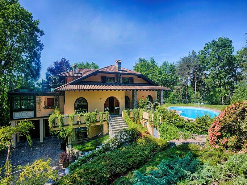 Additional photo for property listing at Elegant mansion with extensive park Via Lugano Luino, Varese 21016 Italy