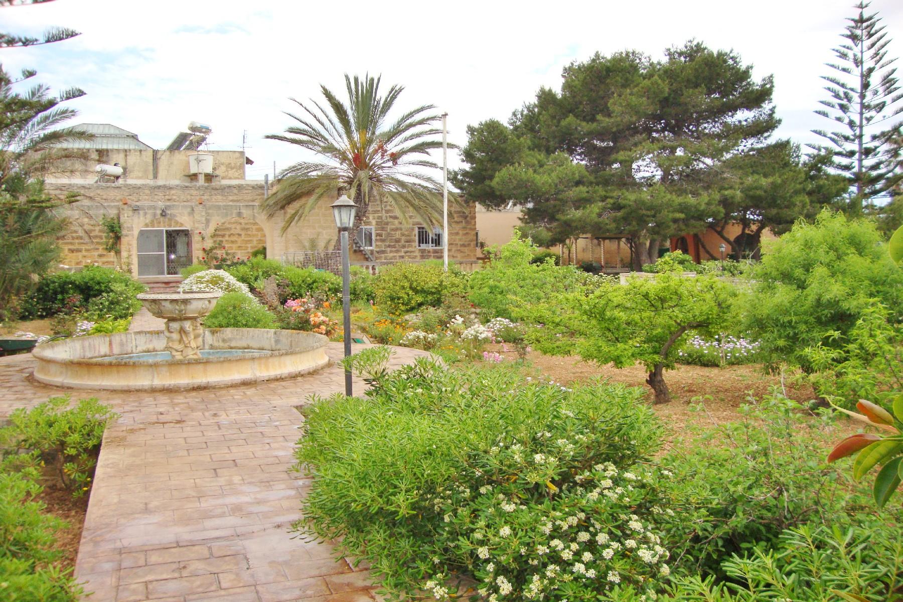 獨棟家庭住宅 為 出售 在 Birzebbugia Semi-Detached Bungalow Other Malta, 馬爾他的城市 瑪律他
