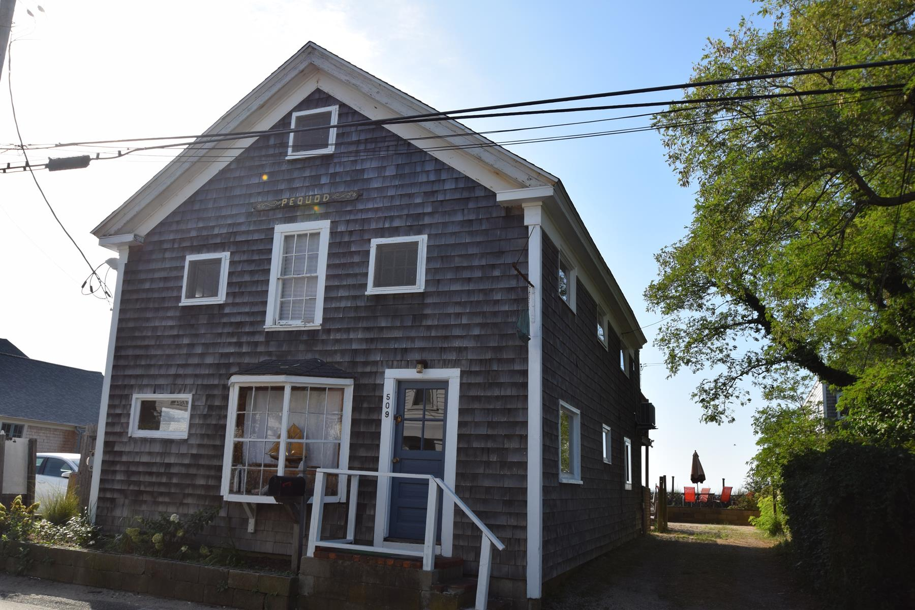 Vivienda multifamiliar por un Venta en Antique Multi Family Waterfront 509 Commercial Street Provincetown, Massachusetts, 02657 Estados Unidos