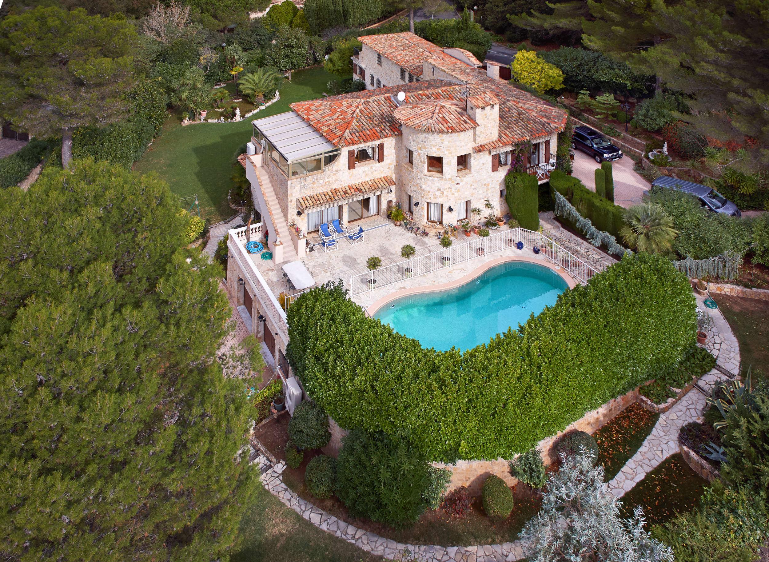 独户住宅 为 销售 在 Sole Agents - Private Estate - Spacious Country House for sale in Mougins Mougins, 普罗旺斯阿尔卑斯蓝色海岸 06250 法国